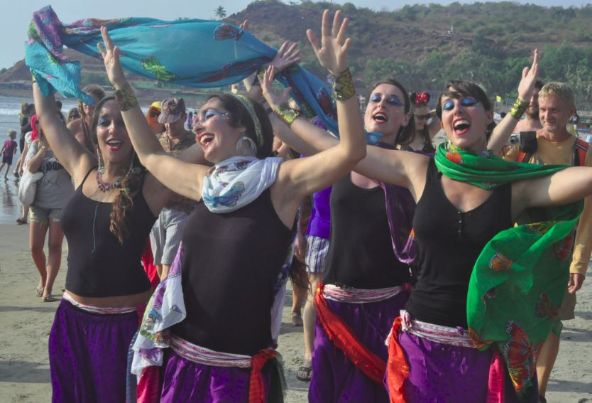 festival-in-arambol-devushki-2014-freak