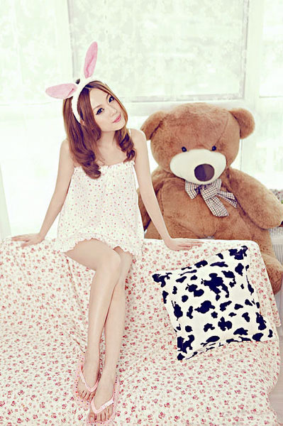 pretty-china-girl-with-bear